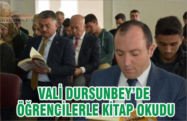 VALİ DURSUNBEY'DE ÖĞRENCİLERLE KİTAP OKUDU