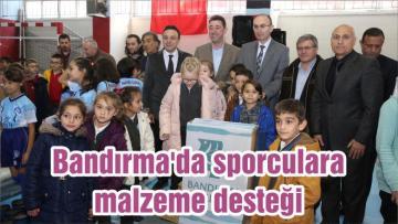 Bandırma'da sporculara malzeme desteği