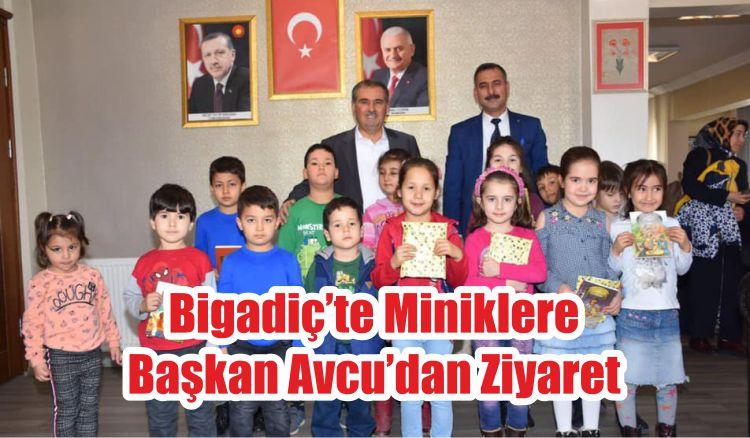 Bigadiç'te Miniklere Başkan Avcu'dan Ziyaret