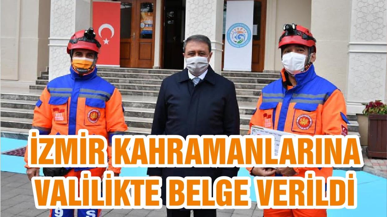 İZMİR KAHRAMANLARINA VALİLİKTE BELGE VERİLDİ
