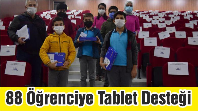 Edremit'te 88 Öğrenciye Tablet Desteği