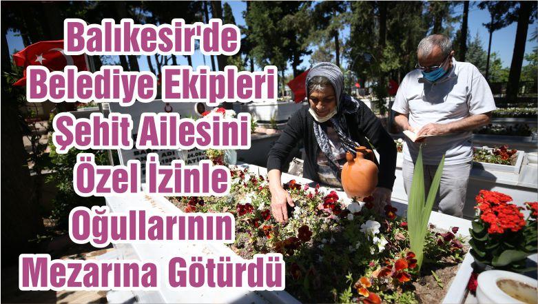 Balıkesir'de Belediye Ekipleri Şehit Ailesini Özel İzinle Oğullarının Mezarına Götürdü