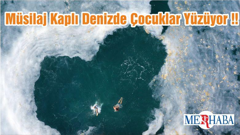 Müsilaj Kaplı Denizde Çocuklar Yüzüyor !!