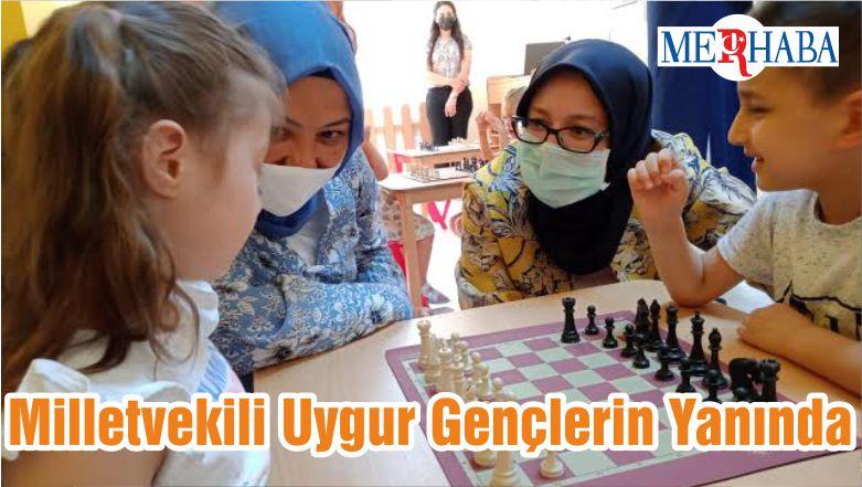 Milletvekili Uygur Gençlerin Yanında