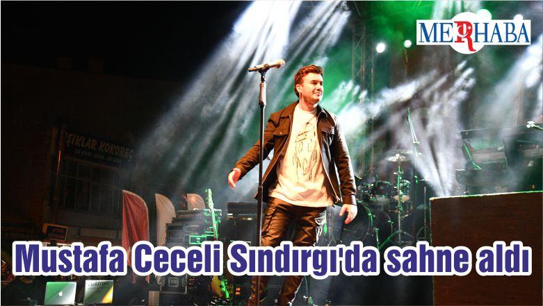 Mustafa Ceceli Sındırgı'da sahne aldı