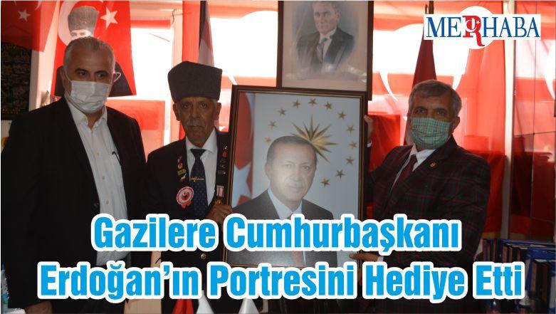 Gazilere Cumhurbaşkanı Erdoğan'ın Portresini Hediye Etti